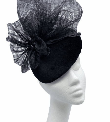 Black hat with black pearl and crin detailing.