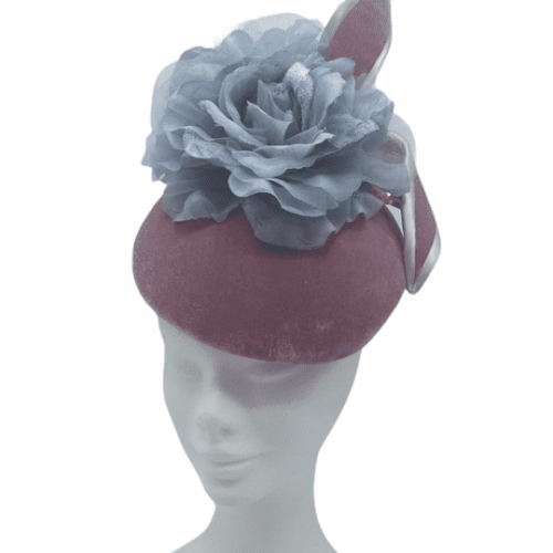 Large pink velvet pillbox with grey trim to swirl and finished with this fab grey flower.